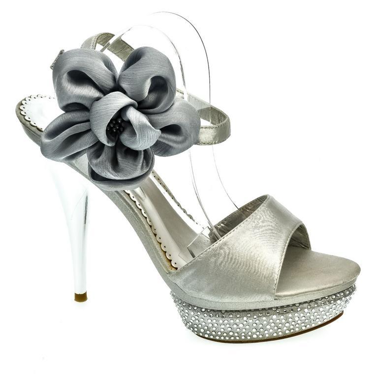 6a9821e8dd88 Dámske strieborné sandále BETA