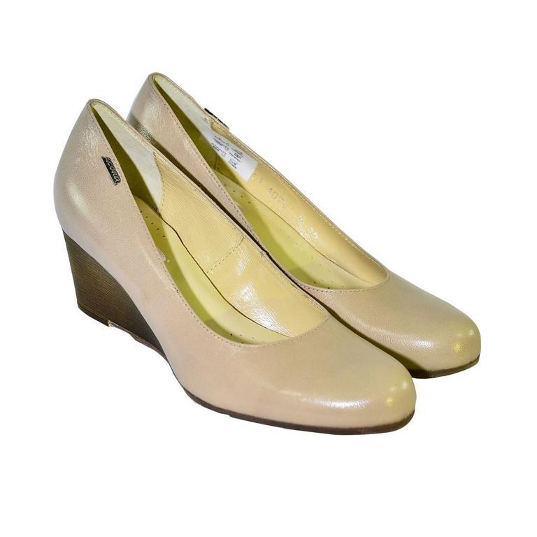 52a494f25f Béžové topánky na klinovom opätku Acord IDENIS