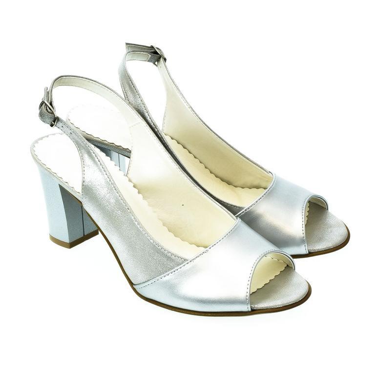 470a6e6196d3 Dámske strieborné sandále SAINA
