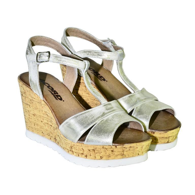 b6d289afad26 Dámske zlaté letné sandále JENSE