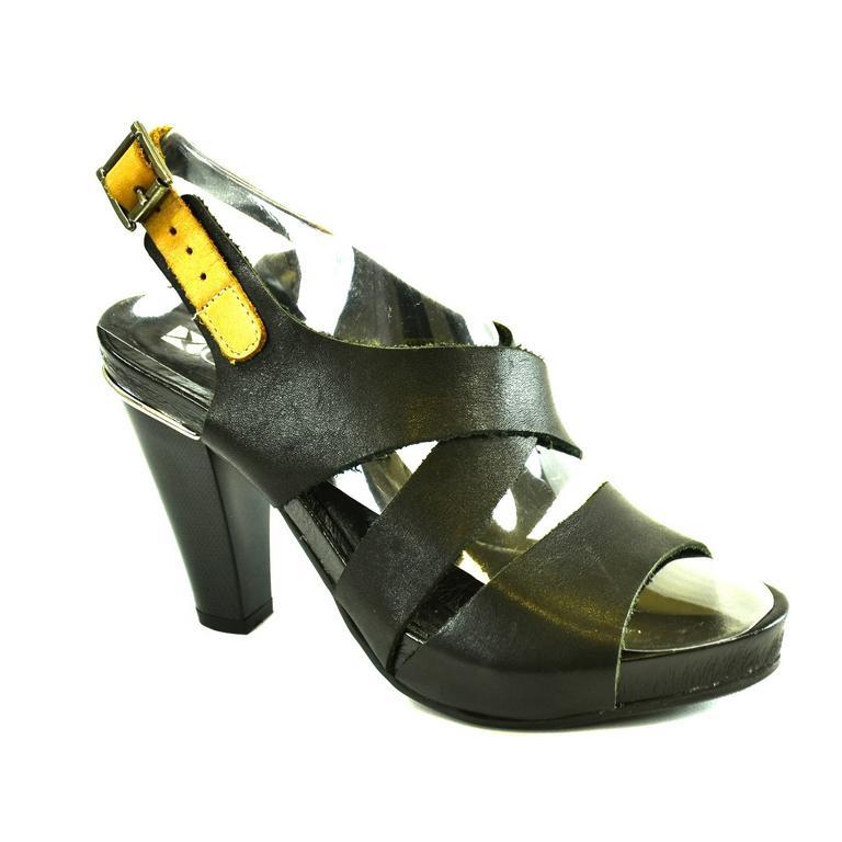 fca8a42e2a36 Dámske čierne kožené sandále RUNDI