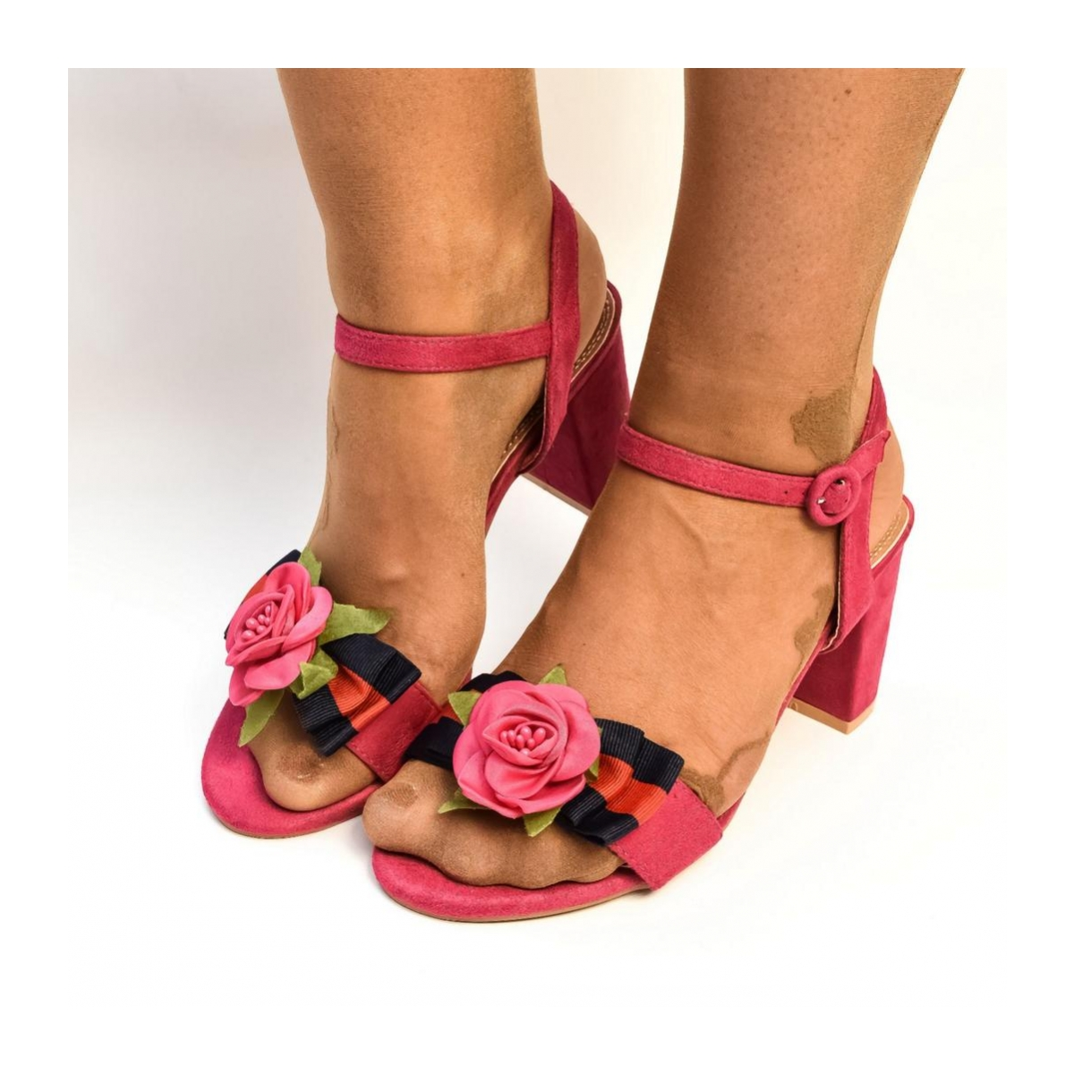 9c05ca2ee32c7 Dámske cyklamenové sandále LITEN | Johnc.sk
