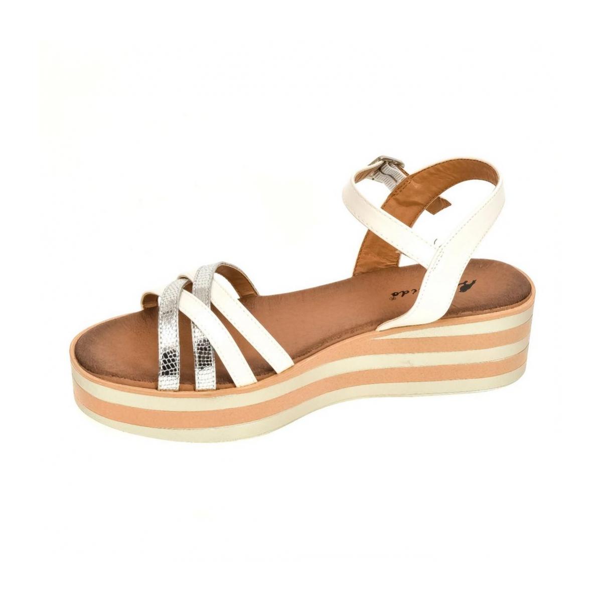38f4addad391 Dámske strieborné sandále SAVIN