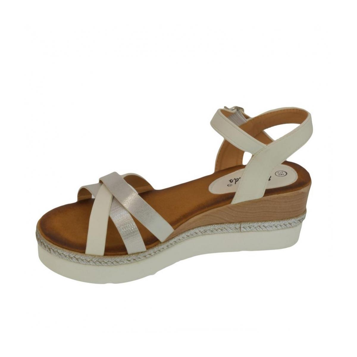 94bead69d687 Dámske biele sandále RILLA - 2