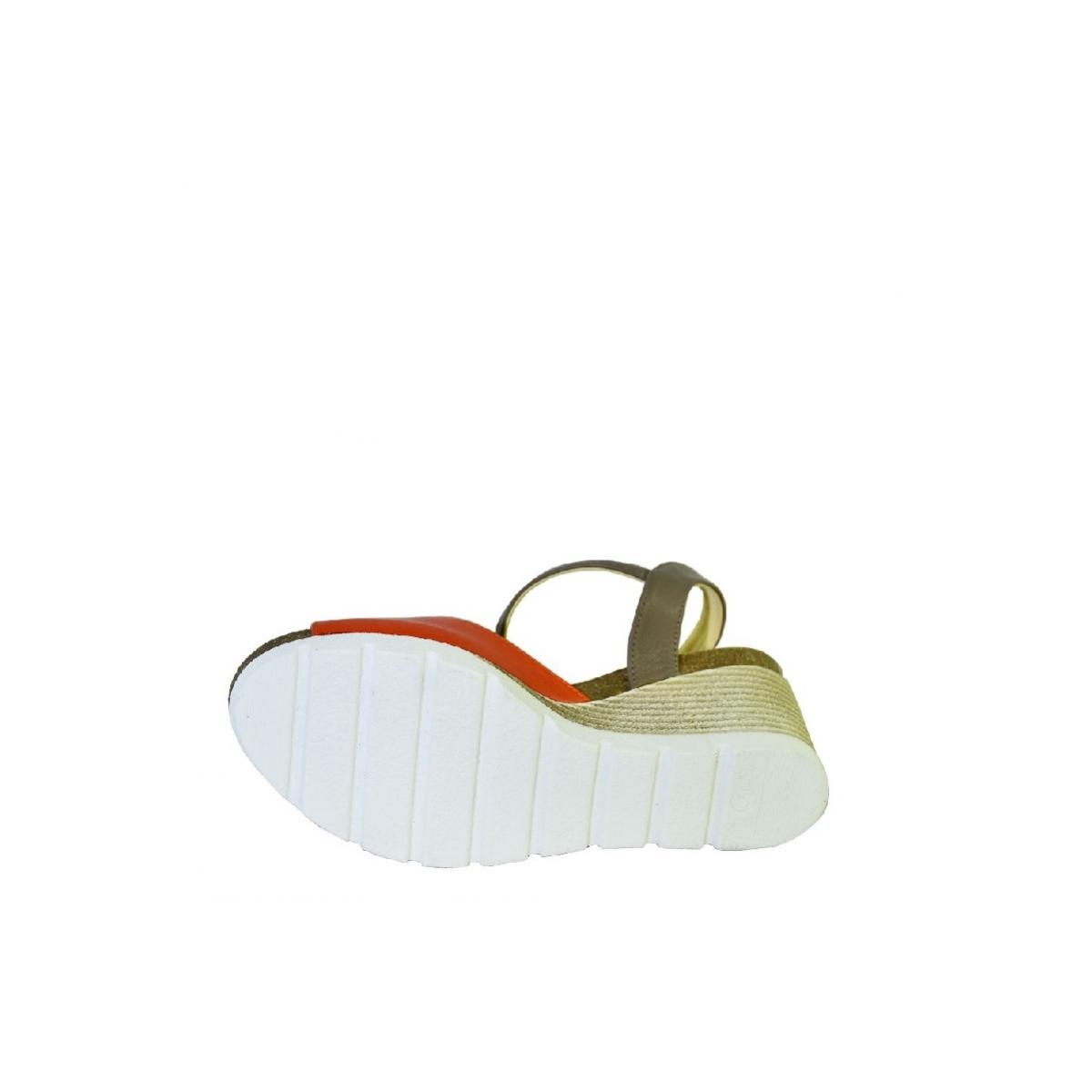 0402d6de47dd Oranžové kožené sandále na klinovom opätku Carsona TARA - 7