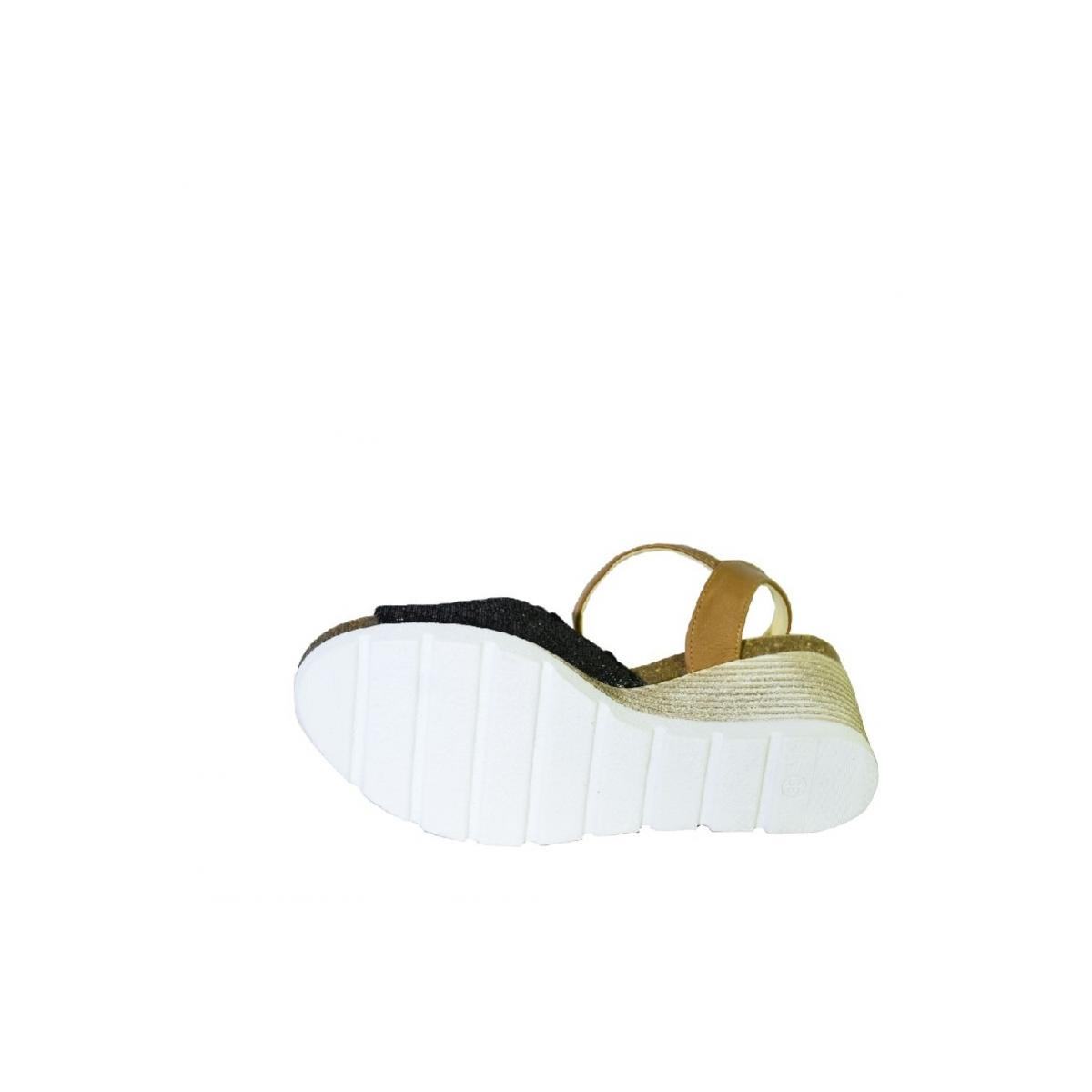 63d719d324a2 Čierno-hnedé kožené sandále na klinovom opätku Carsona TARA - 7
