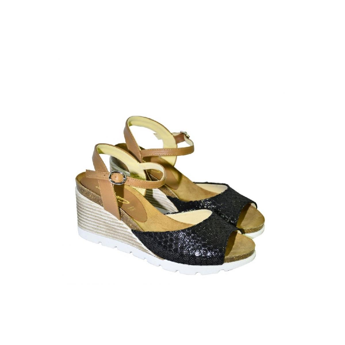 511e9dcbd6eb Čierno-hnedé kožené sandále na klinovom opätku Carsona TARA - 2