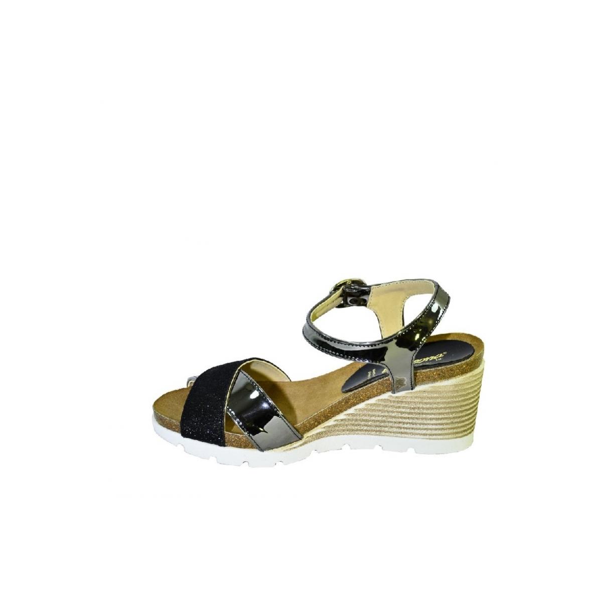 f1818f51c34a Čierne kožené sandále na klinovom opätku Carsona LARA - 6