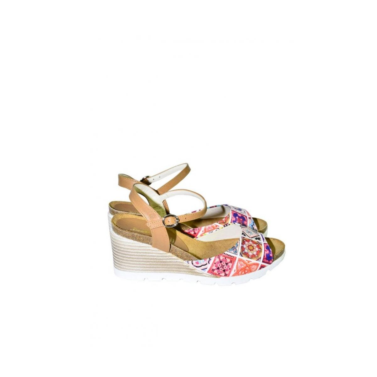 861911b5aa43 Vzorované kožené sandále na klinovom opätku Carsona TARA - 2