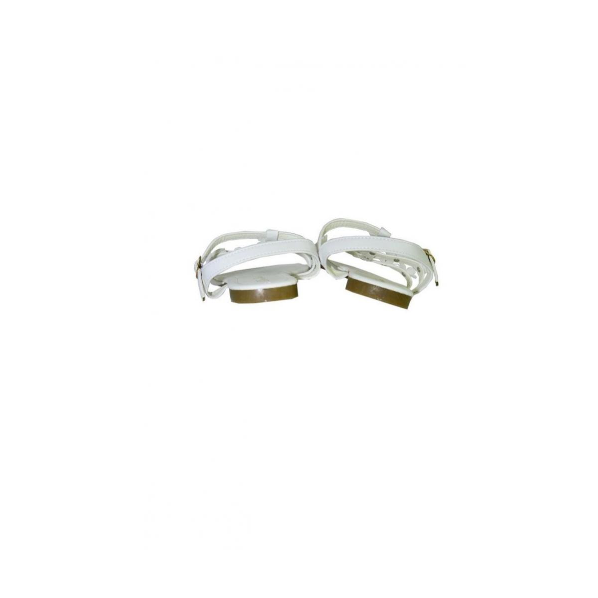 5b2ae9e2f8445 Biele kvietkované nízke sandále CARMEN | Johnc.sk