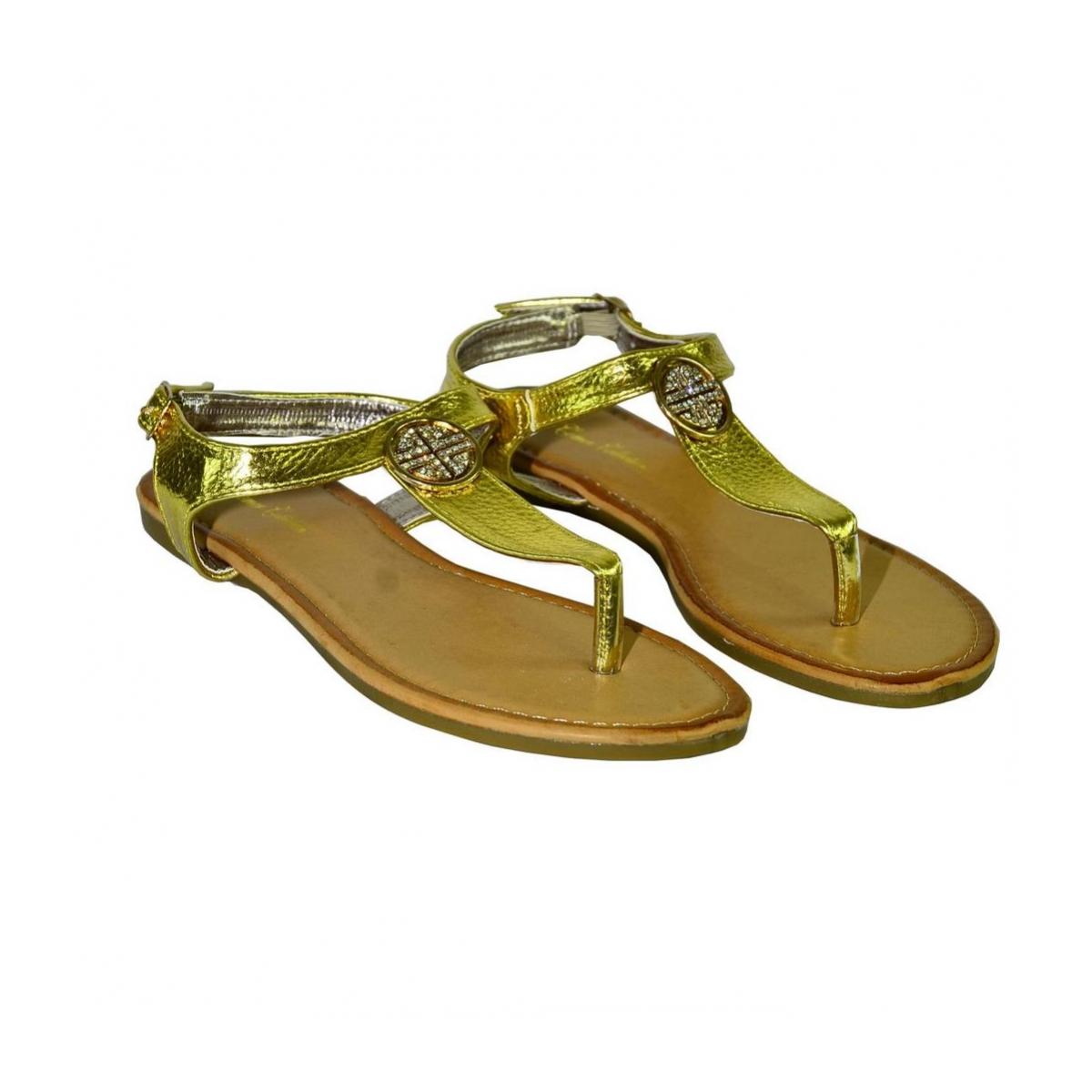 8cb60e1f120d3 Dámske zlaté nízke sandále COCO | Johnc.sk