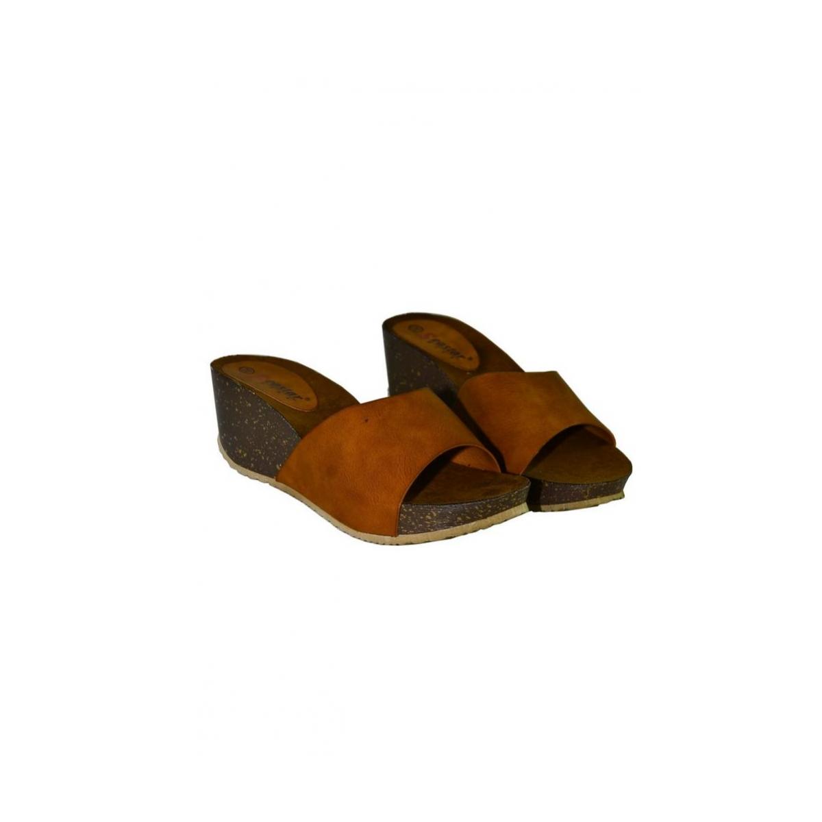 86177d5ff7 Hnedé šlapky na platforme LIANA - 2