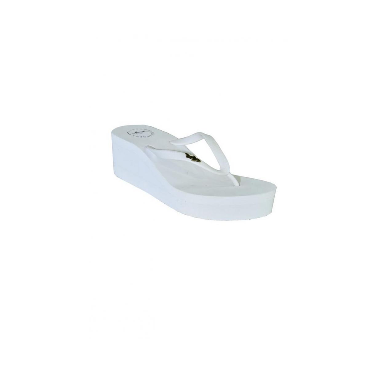 dd7a2054618c6 Biele šľapky na platforme AVIAN   Johnc.sk