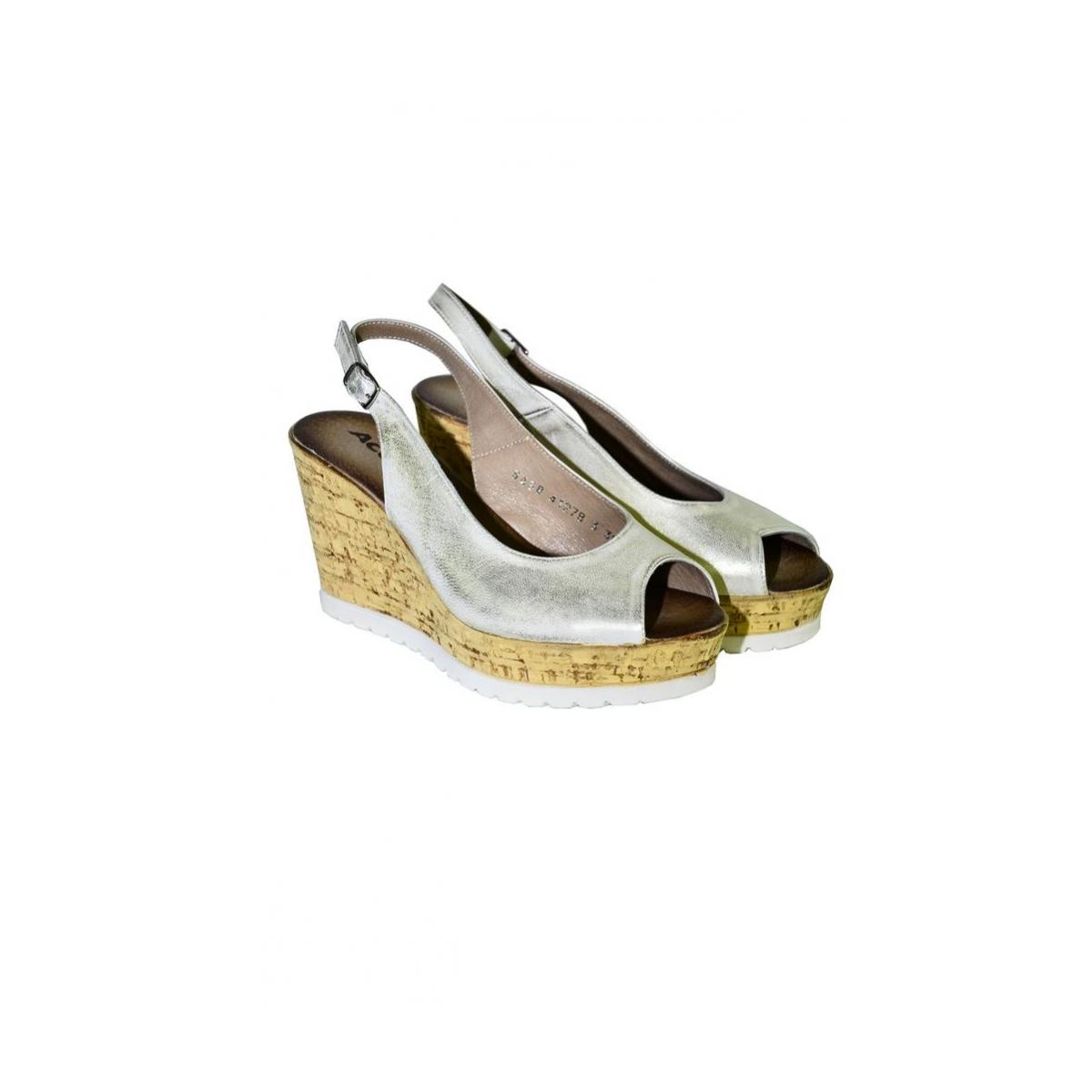 5ab490647662 Dámske letné zlaté sandále NETANA - 2
