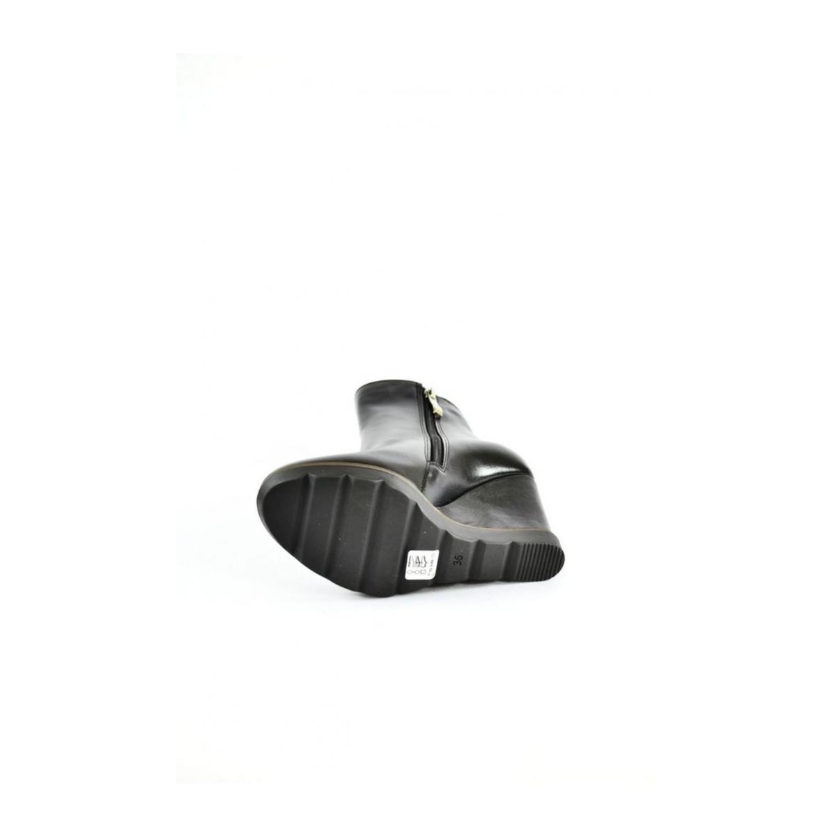 d829387847f2 Dámske čierne kožené čižmy na platforme MIAN - 8