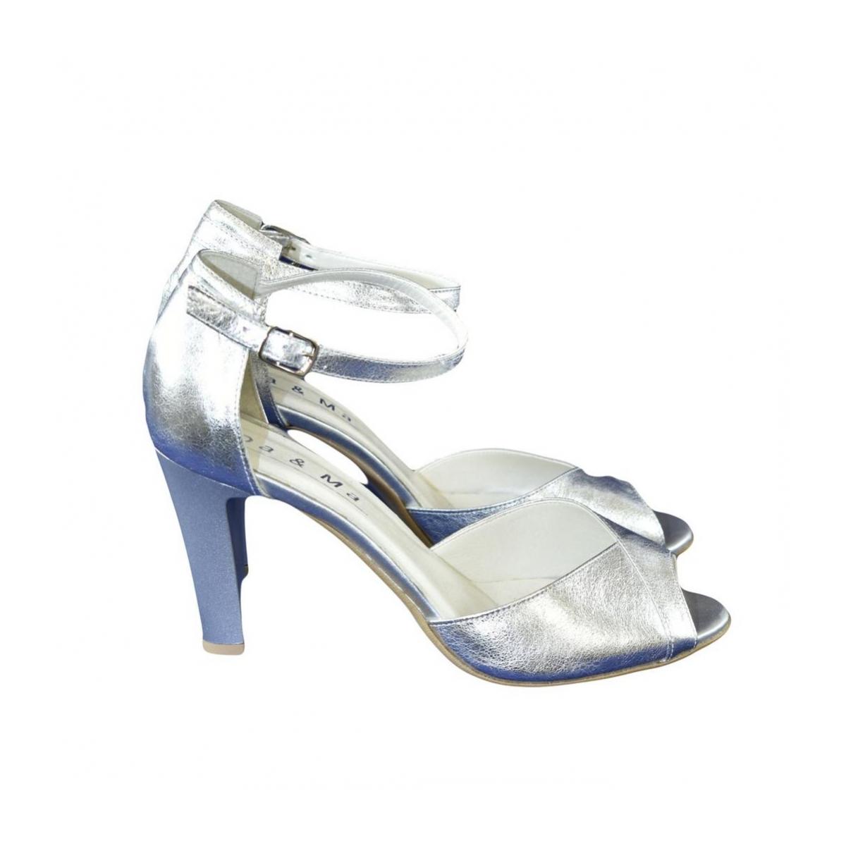 f9d58aff4486 Dámske kožené strieborné sandále MADAS - 3