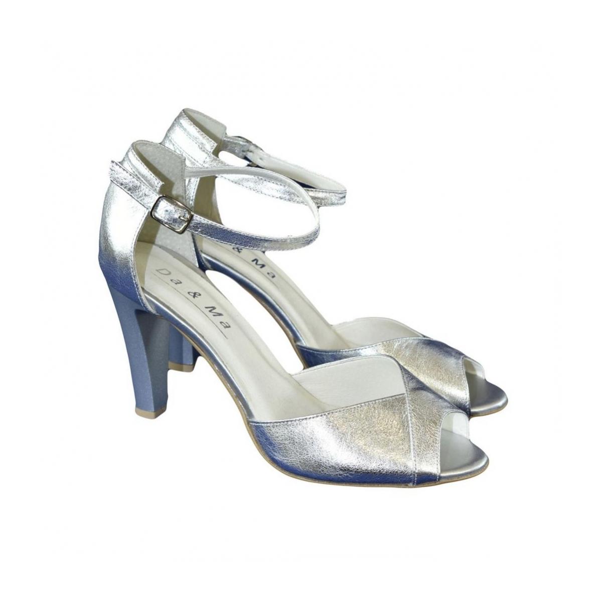 ac2bbb8e5840 Dámske kožené strieborné sandále MADAS - 2