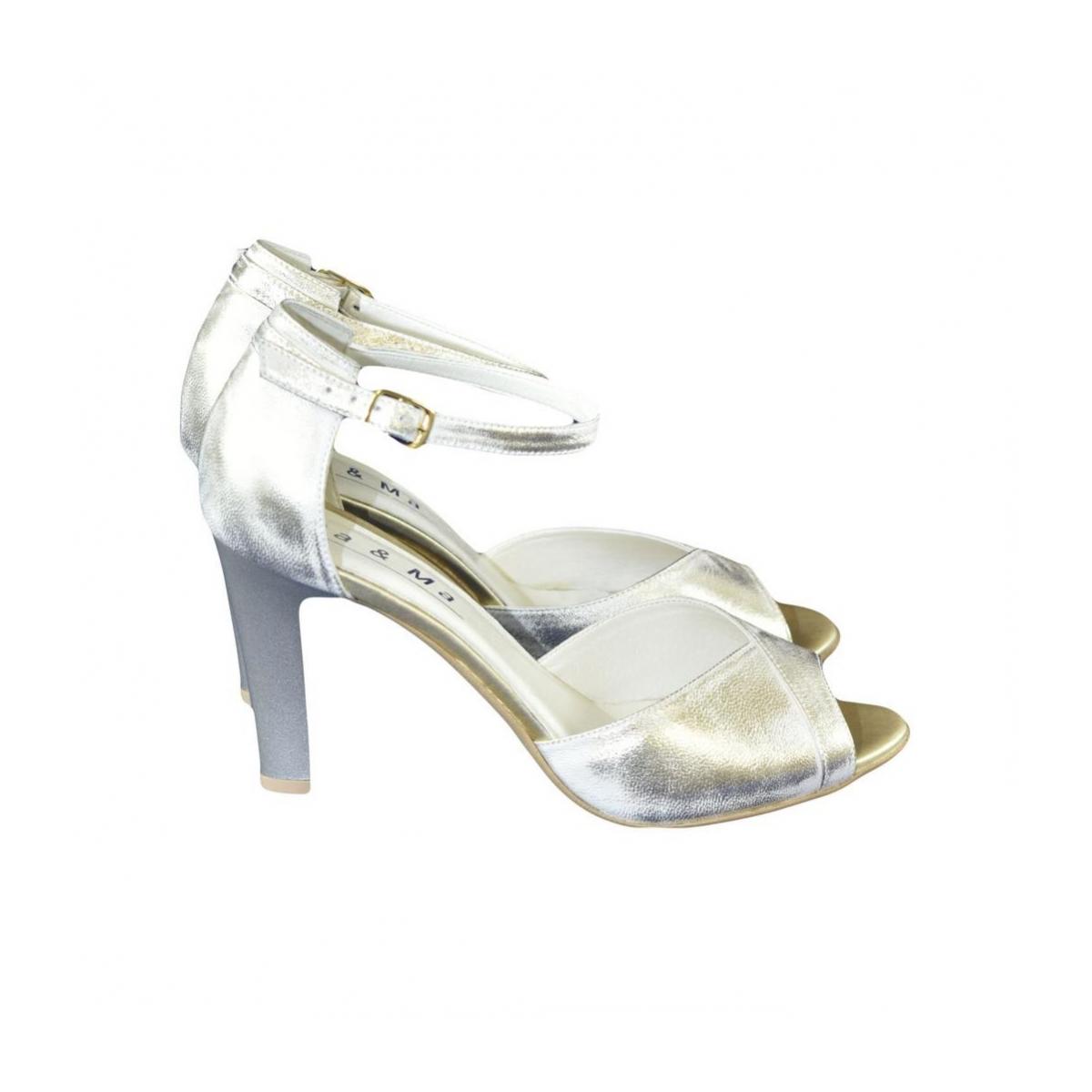 c6fb7c337950 Dámske kožené zlaté sandále MADAS - 2