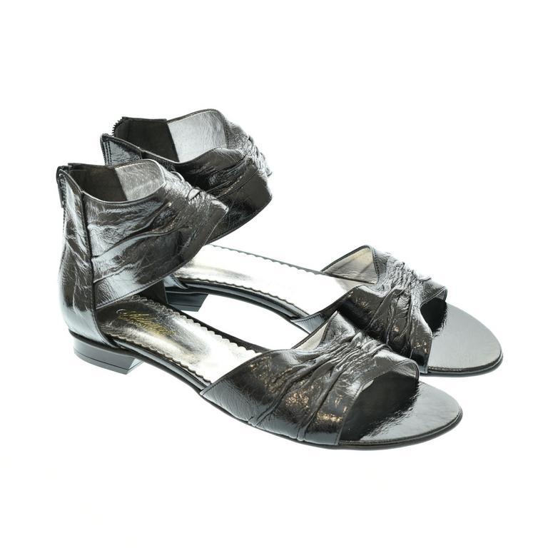 Dámske čierne sandále NIKAS