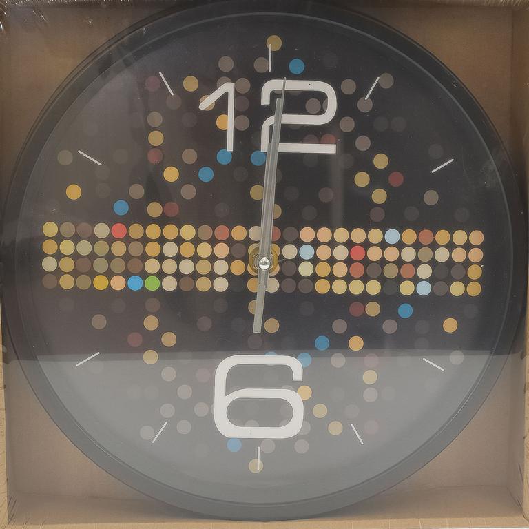 Čierne nástenné hodiny