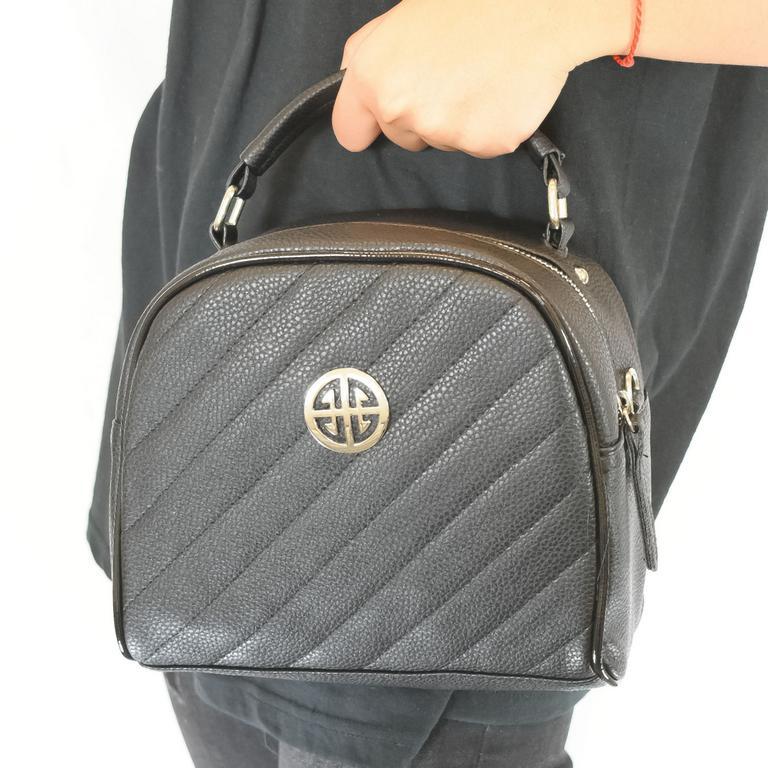 Dámska čierna kabelka AGATA CREDI